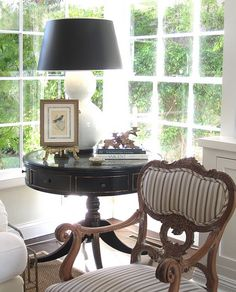 my favorite color palette...black, white and natural. Yes it is pretty. (This is nice and elegant but I do like a little color - would put it in my accessories though. I probably wouldn't have a formal area like this because it doesn't match my style but I do love the idea)