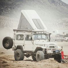 Toyota Land Cruiser FJ40 with a Maggiolina RTT.