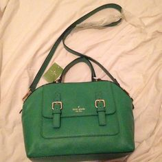Authentic Kate Spade Crossbody Tote BNWT. 100% authentic. This is a beautiful green Kate Spade bag. Perfect for the holidays! If you have any questions, please don't hesitate to ask! :) NO TRADES kate spade Bags Crossbody Bags