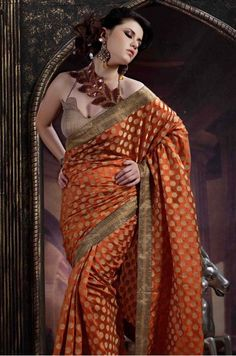 Love the sari! But the blouse (and model) could change. Maybe something simple and with a contrasting color (pink? Designer Sarees Collection, Saree Collection, Indian Outfits, Indian Clothes, Rust Color, Indian Sarees, Indian Fashion, Print Design, Sari