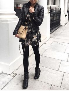 Take a look at the best what to wear with moto leggings in the photos below and get ideas for your outfits! 30 modi di indossare i leggings in inverno Image source Trendy Outfits, Fashion Outfits, Womens Fashion, Fashion Tights, Club Outfits, Fashion Shoes, Fashion Trends, Look Fashion, Winter Fashion