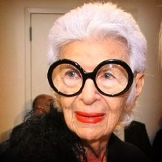 c18656218c2c Iris Apfel - one of the most extravagant women in the fashion world. She  connects easily Haute Couture with finds from flea markets