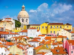 How do you know what to do in Lisbon, where to go, or the best things to see? A guide to 21 things you should know before you visit Lisbon plus more top tips about visiting Portugal. Best Places To Travel, Best Cities, Places To See, Lisbon Tourist Attractions, Lisbon City, Portugal Holidays, Visit Portugal, Photos Voyages, Europe