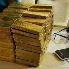Gold Bullion Bars, I Love Gold, Money Pictures, Money Stacks, Gold Money, Gold Rush, Gold Art, Silver Bars, Wealth