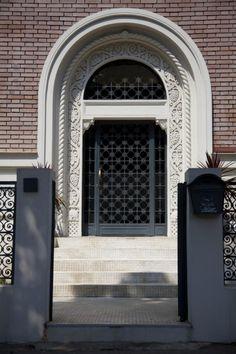 Construita la inceputul anilor '30 (1925) si este opera profesorului si arhitectului Duiliu Marcu, absolvent al Scolii Superioare de Arhitectura din Bucuresti si al Ecole des Beaux-Arts din Paris