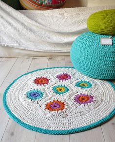 crochet rug and pouffe by lacasadecoto