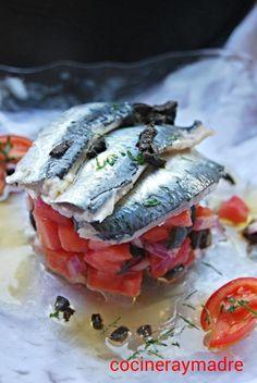 Sardinas Marinadas sobre tartar de tomate y aceitunas