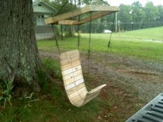 An elegant, hanging garden chair made from a pallet and paracord.  A good day-project?