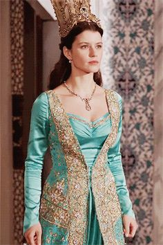 """kosem-sultana: """" Magnificent Century Kösem: Kosem Sultan in season Favorite dress meme """"Everyone, friend and enemy should hear me - I will gain so much power, there will never come another Sultana. Turkish Women Beautiful, Turkish Beauty, Bebe Real, Ice Queen Costume, Asian Wedding Dress Pakistani, Narnia, Kosem Sultan, Gold And Black Dress, Turkish Fashion"""