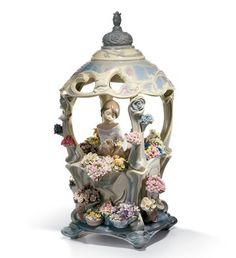 LLADRO - GAZEBO IN BLOOM