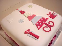Enjoy this CHRISTMAS CAKE GALLERY gallery album you can enjoy large number pictures that you can discover, discuss & give your opinion on. Plus upload and share your own Christmas Cake Gallery pics in addition to rating the photos & posting comments. Christmas Cake Designs, Christmas Tree Cake, Christmas Cake Decorations, Christmas Cupcakes, Christmas Sweets, Holiday Cakes, Christmas Cooking, Christmas Goodies, Christmas Crafts