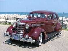 1938 Nash Retro Cars, Vintage Cars, Antique Cars, Automotive Service Technician, Classic Cars Usa, Vintage Bicycles, Vintage Motorcycles, American Motors, Us Cars