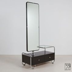 Dressing table with mirror in Bauhaus-design