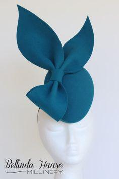 KITTY Sinamay Hats, Millinery Hats, Pillbox Hat, Fascinator Diy, Fascinators, Flapper Headpiece, Headdress, First Lady Church Suits, African Hats