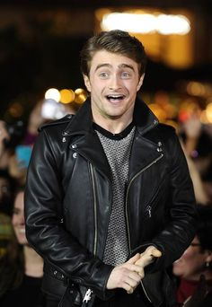 Sweater and leather jacket Paris Hilton, Potter Puppet Pals, Daniel Radcliffe Harry Potter, Very Potter Musical, Harry Potter Wallpaper, Favorite Person, Favorite Things, Celebrity Pictures, Entertainment