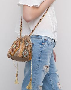 :DOLLY BAG WITH EMBROIDERY AND BEADS FROM Pull & Bear