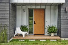 The result is nothing short of stunning: a tribute to modern style in a natural environment. Thanks to our high-quality siding. Find out more in our portfolio Expo Habitat, Wood Siding, Ontario, Garage Doors, Outdoor Decor, Home Decor, Panelling, Urban, Woodwind Instrument