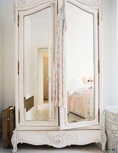 decorology: A peak inside the home of Shabby Chics Rachel Ashwell