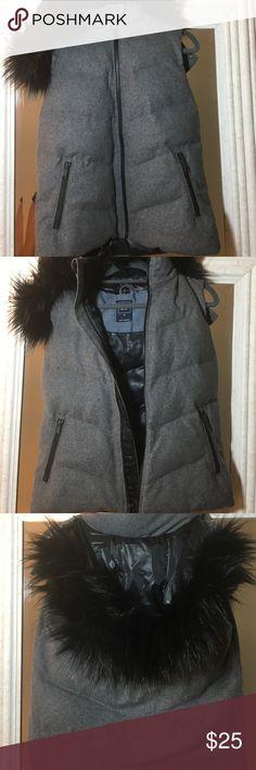 ⚡️flash sale⚡️GAP winter vest Gray primaloft vest by gap. Faux fur removable hood. Polyester, wool, viscose, spandex, acrylic. Zip pockets. Bundle and save! GAP Jackets & Coats Vests