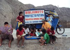 Carola Ortega-COS offers us this unlikely Bookstore in the Peru - great use of a bike Library Week, Free Library, Reading Time, Reading Room, Library Design, Book Design, Mobile Library, Little Free Libraries, Shandy