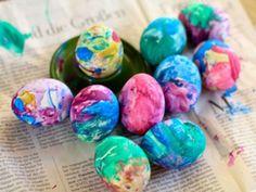 Ostereier färben: EAT SMARTER verrät, wie Sie mit gesunden Lebensmittelfarben bunte Ostereier zaubern!