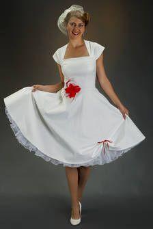 A-line Brautkleid Hochzeitskleid elfenbeinfarben mit Petticoat in rot von SETRINO® Couture aus Berlin - Vintage Ausschnitt knielang.