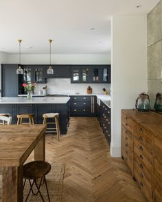 There is nothing more satisfying for us than seeing our kitchens in customers homes, and this Hertfordshire project is one of our favourite. The stunning herringbone oak floor and furniture, beautifully complement our cabinets, hand painted in After Midnight. #shakerkitchen #greykitchen #paintedkitchen #herringbonefloor