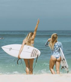 Surf :: Ride the Waves :: Free Spirit :: Gypsy Soul :: Eco Warrior :: Surf Girls :: Seek Adventure :: Summer Vibes :: Surfboard Design + Style :: Free your Wild :: See more Surfing Inspiration Surf Girls, Beach Girls, Beach Bum, Snowboard, Surf City, Jolie Photo, Surfs Up, Strand, Summer Vibes