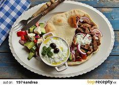 Řecké menu - gyros, tzatziki, řecký salát, pita recept - TopRecepty.cz Tzatziki, Main Dishes, Tacos, Pizza, Menu, Treats, Ethnic Recipes, Food, Basket