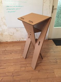 Unser neuster Entwurf. Unser faltbares Stehpult aus Pappe. Our newest piece. A foldable cardboard speaker's desk. http://de.roominabox.de/