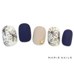 Navy nude and stamp Japan Nail, Navy Nails, Japanese Nail Art, Manicure E Pedicure, Pedicure Ideas, Feet Nails, Flower Nails, Trendy Nails, Nail Arts
