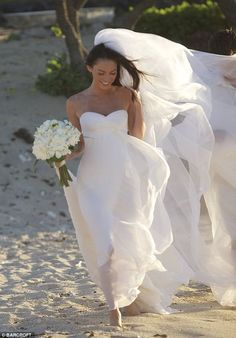 See, you can have a long dress and veil at the beach!