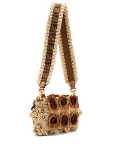 Fendi Baguette floral-crochet raffia bag Crochet Handbags, Crochet Bags, Knitted Bags, Handmade Bags, Handmade Bracelets, Baguette, Diy Handbag, Summer Knitting, Fendi Bags