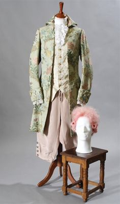 One of Tom Hulce's costumes in Amadeus. The colors just seemed too over the top, too gaudy to be accurate. But the style is accurate. Period Costumes, Movie Costumes, Diy Costumes, Piano History, Tom Hulce, Audio Drama, Cinema Theatre, Historical Costume, Classical Music