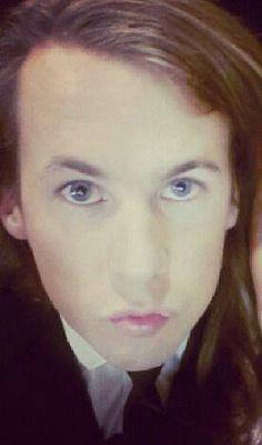 Bård e seus olhos azuis lindos, mas eu acho q tem muita maquiagem... mesmo assim de qualquer geito ele e lindo