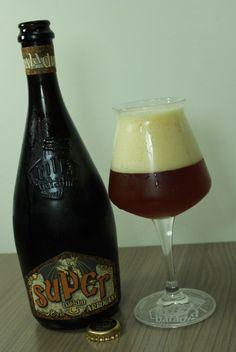 Cerveja Baladin Super Arrogant, estilo Specialty Beer, produzida por Le Baladin, Itália. 8% ABV de álcool.