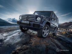 Gelenda, dokładniej Geländewagen, produkowany jest w Austrii od roku 1979. Od tego okresu nie dokonano dużych zmian w stylistyce, lecz usprawniono silniki i współpracę wszystkich mechanizmów. To sprawia, że Mercedesy klasy G wciąż są jednymi z najlepszych samochodów terenowych na świecie!  Jesteś zainteresowany wypożyczeniem luksusowego samochodu? Poznaj naszą ofertę na http://cargo-group.pl/wypozyczalnia-samochodow-poznan/