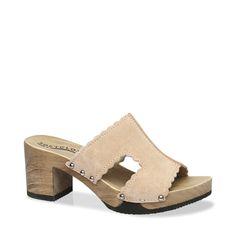Feminin und modern! Die zarten Pastelltönen und süßen Bogenbordüren wirken lieblich, für die trendige Komponente sorgt der modische Blockabsatz!Wir tragen NINA zu einem luftigen Kleid, egal in welcher Länge, dazu eine Wildlederweste. #münchen #softclox #sommer #shoes #frühjahr #kaschmir #nude