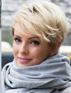 Pixie Haarschnitt ist nicht immer das weibliche Aussehen für einige Frauen, aber sie sind total ermächtigend und cool. Es gibt viele Pixie-Frisuren , die in verschiedenen Längen und Stilen sind, jede Frau kann leicht einen gut aussehenden Haarschnitt für sich finden. 1. Trendiger Pixie Cut mit lila Balayage 2. Vanessa Simmons Pixie Haar Hier ist …