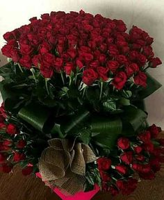 Beautiful Rose Flowers, Exotic Flowers, Benfica Wallpaper, Bunch Of Red Roses, Large Flower Arrangements, Happy Birthday Flower, Planting Roses, Rose Wallpaper, Flower Boxes
