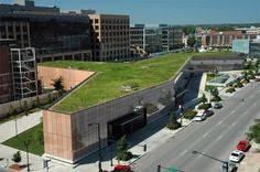 I love the Des Moines library. I had no idea it was so green on top. Even though I know this is here, I constantly have to suppress the urge to buy books if I'm in a store.
