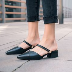 Particular pins for very good shoes for women, covering heels that are high flat shoes, casual shoes, sneakers, and any other kind of great shoes. Vintage Louis Vuitton, Louis Vuitton Shoes, Gucci, Burberry, Sneakers Mode, Sneakers Fashion, Fashion Shoes, Presto Sneakers, Men Fashion