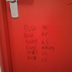 Pendant ce temps là, dans les toilettes de la fac...