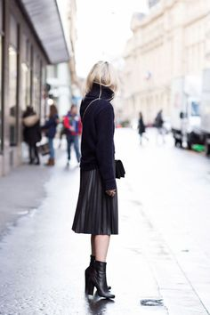 Pleated skirt. #pleats #pleatedskirt #streetstyle