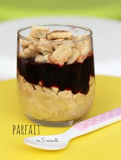 Easy and tasty 5 minutes parfait with just three ingredients: mashed banana, crushed cookies and sugar free jam! Delicious Recipes, New Recipes, Vegan Recipes, Yummy Food, Tasty, Sugar Free Jam, Vegan Desserts, Parfait, Banana