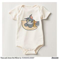 Tom y Jerry en la almohada Mameluco. Baby, bebé. Producto disponible en tienda Zazzle. Vestuario, moda. Product available in Zazzle store. Fashion wardrobe. Regalos, Gifts. Link to product: http://www.zazzle.com/tom_y_jerry_en_la_almohada_mameluco-235672055056532580?lang=es&CMPN=shareicon&social=true&rf=238167879144476949 #camiseta #tshirt