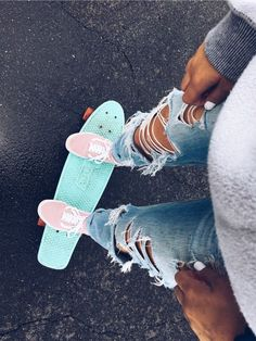 "VSCO girl ""😉 it's that pennyboard again - 𝕄𝕒𝕕𝔼𝔻𝕖𝕤𝕚𝕘𝕟𝕤 𝕊𝕥𝕦𝕕𝕚𝕠 ☆ ↓ 𝚂𝙷𝙾𝙿 ↓ ★ - Scrunchies Penny Skateboard, Skateboard Design, Skateboard Girl, Skateboard Tumblr, Mini Cruiser, Cute Ripped Jeans, Ripped Jeans Outfit, Vsco Pictures, Vsco Pics"