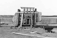 Stonehenge, one of the wonders of the ancient world. These 105 photos supposedly prove it was built about 100 years ago, but do they show this? Stonehenge History, British Government, Mystery Of History, Historical Monuments, Historical Pictures, Ancient History, New Construction, Building, Madness