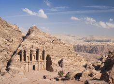 Enclave arqueológico de #Petra. Soñando con otros lugares: los 101 monumentos más famosos del mundo #viajes #travel