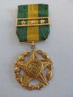 Medalha Militar- Criada pelo Decreto nº 4.238, de 15 de novembro de 1901, e regulamentada pelo Decre